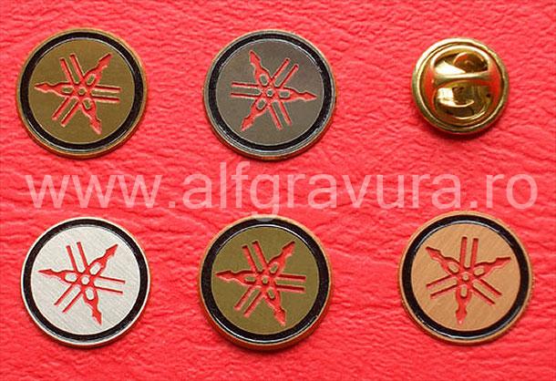 Insigna pin metalica circulara