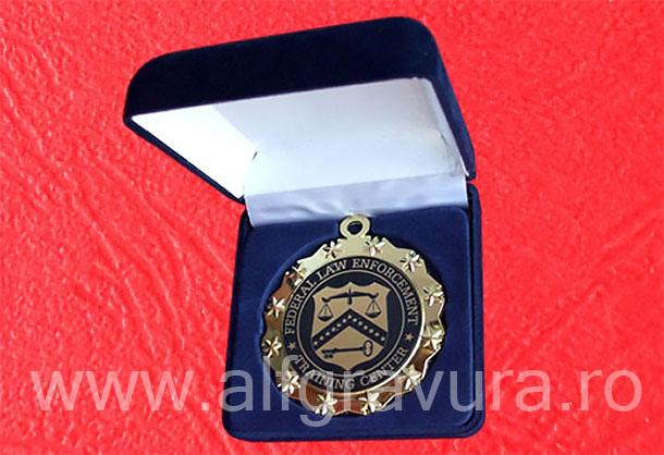 Caseta plusata medalie